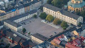 Artillerigården och Armémuseum. Östra flygeln till höger och Västra flygeln till vänster. Foto: Arild Vågen, 2014